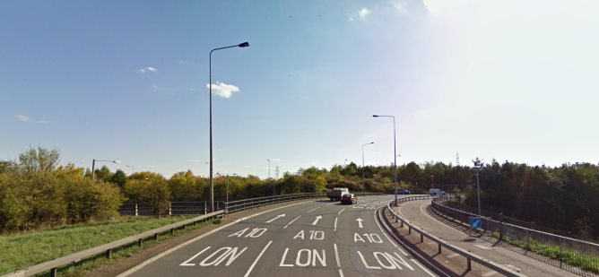 Lanes of the A10 leading to London