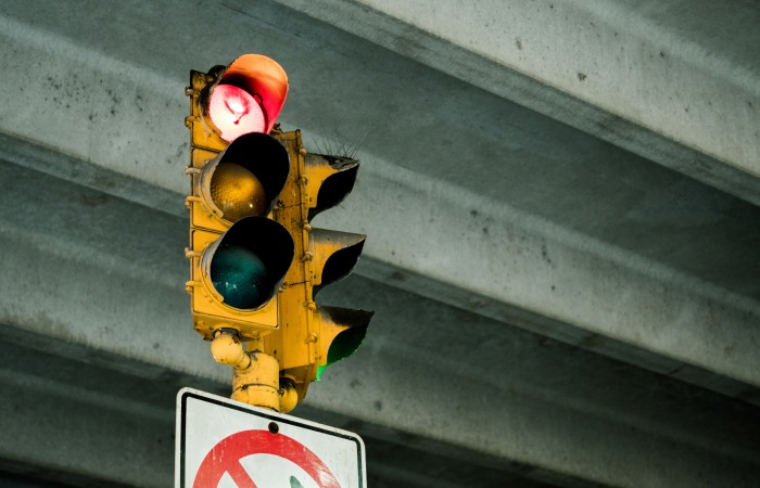 close-up-of-traffic-lights-on-red