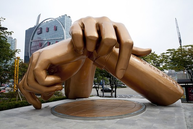 A Gangnam style sculpture of 2 crossed hands
