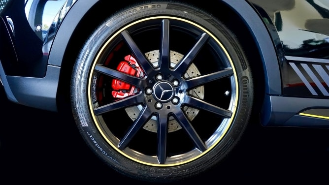 Mercedes-Benz wheel with Continental tyre