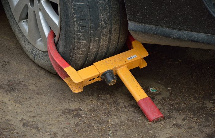 Red and yellow tyre lock