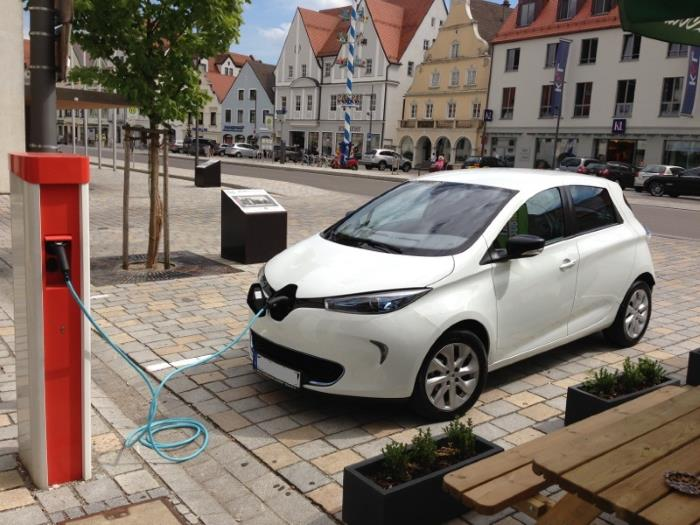 A Renault ZOE charging