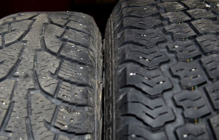 Side by side comparison of summer and winter tyres