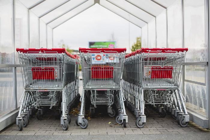 rows of supermarket trollies