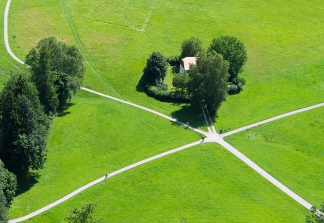 An unmarked crossroads in the middle of green fields