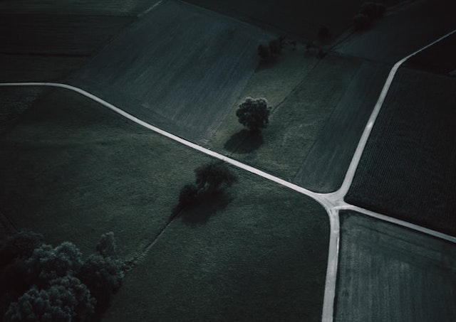 An unmarked crossroads in the countryside
