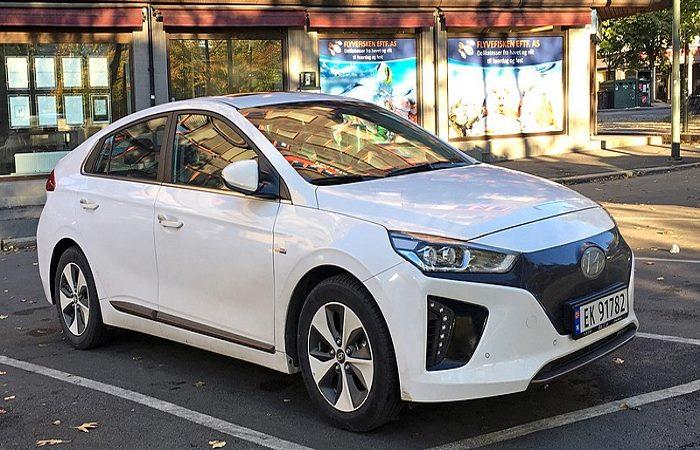 White Hyundai Ioniq Electric